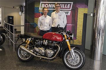 Nick Bloor CEO de Triumph Motorcyles visitó nuestras instalaciones